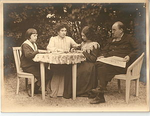 English: emile zola and family Français : Emil...