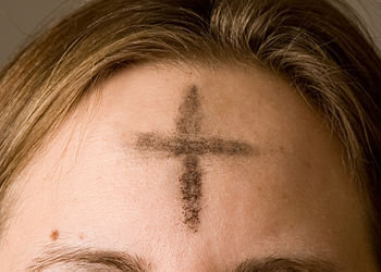 English: Ashes imposed on the forehead of a Ch...
