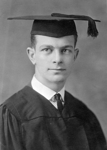 Pauling's graduation photo from Oregon Agricultural College in 1922