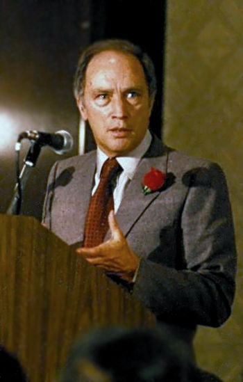 English: Pierre Trudeau speaking at a fundrais...