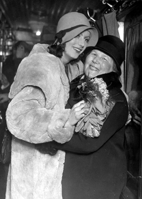 English: Greta Garbo together with her mother ...